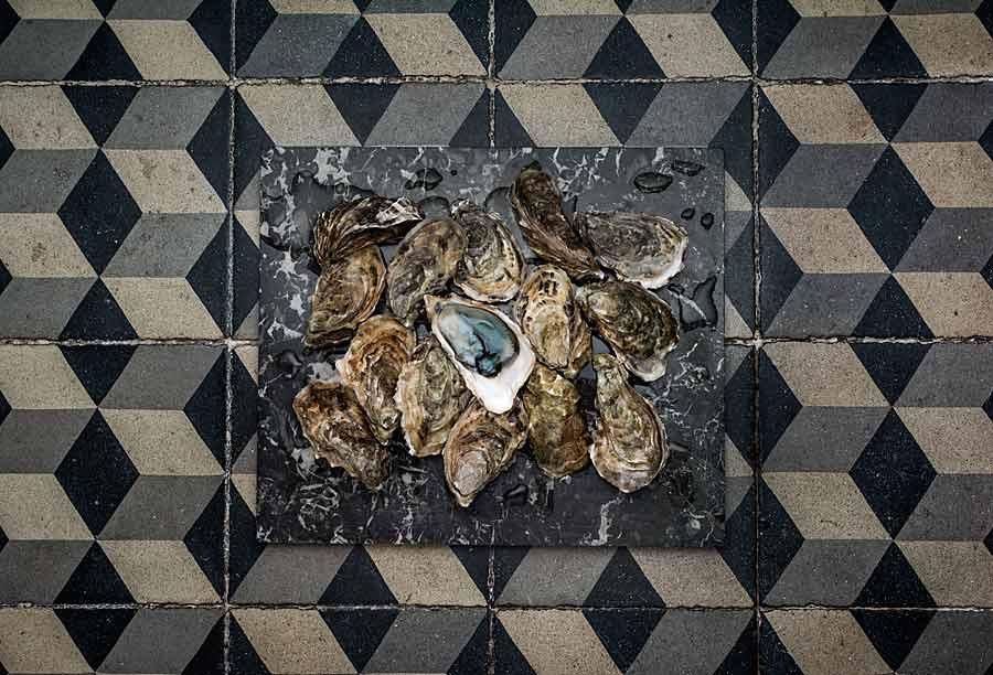 Huitre sur marbre sur carrelage, bleue d'Oleron CHERRYSTONE Photographe culinaire _ huître