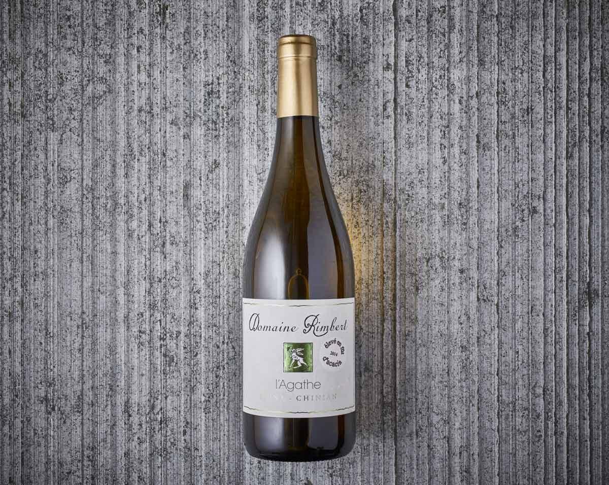 Packshot bouteille de vin sur texture pierre vintage_accord met / vin_fooding lyon
