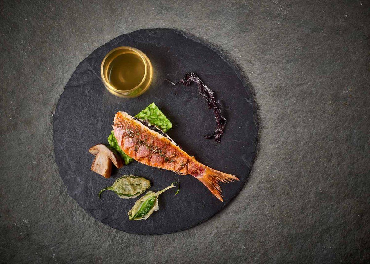 Photo culinaire lumières studio_rouget au thé d'Aubrac