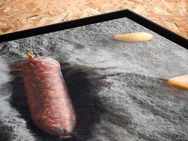 Photo moderne de saucisson_ cadre caisse américaine