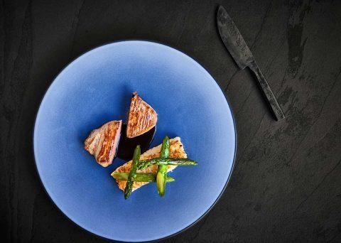 ©CHERRYSTONE Photographe culinaire lyon - assiette bleue - REVOL