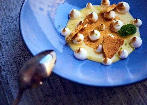 ©CHERRYSTONE Photographe culinaire lyon - assiette dessert bleue - REVOL