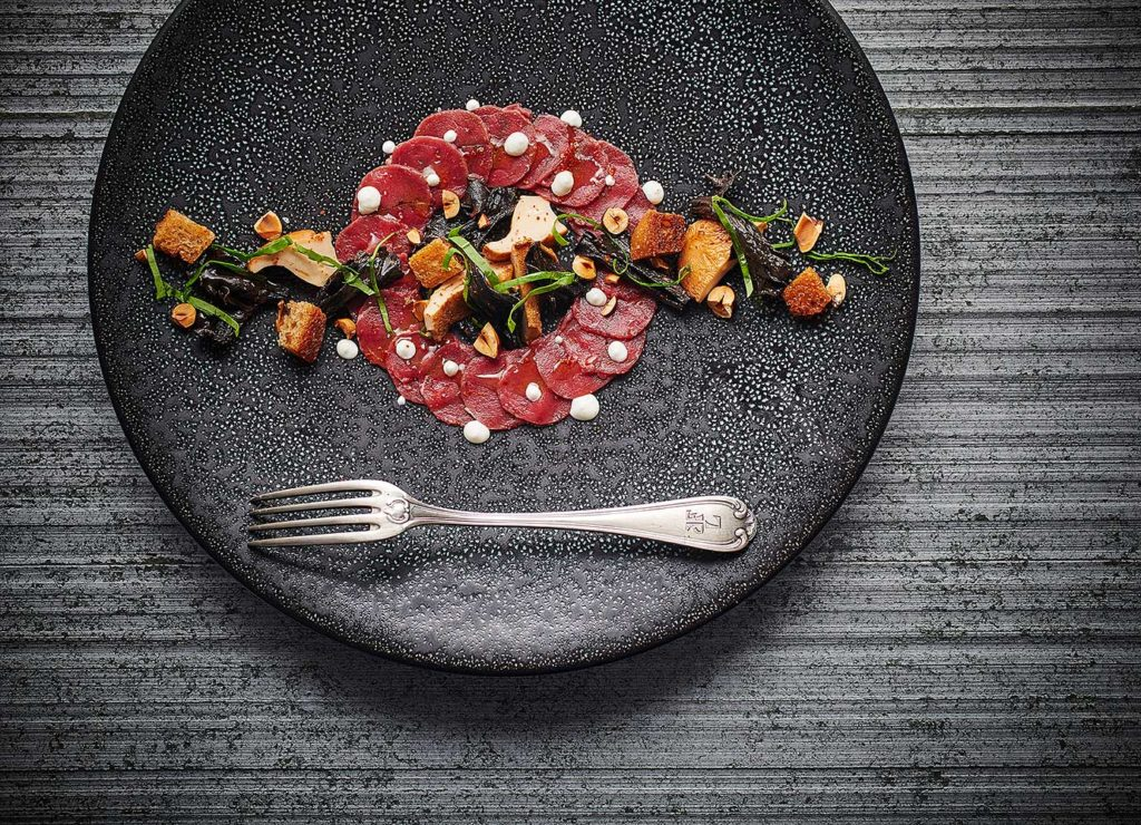 CARPACCIO-CHEVREUIL-SCENE-THELEME-CHERRYSTONE-PHOTOGRAPHIE-CULINAIRE