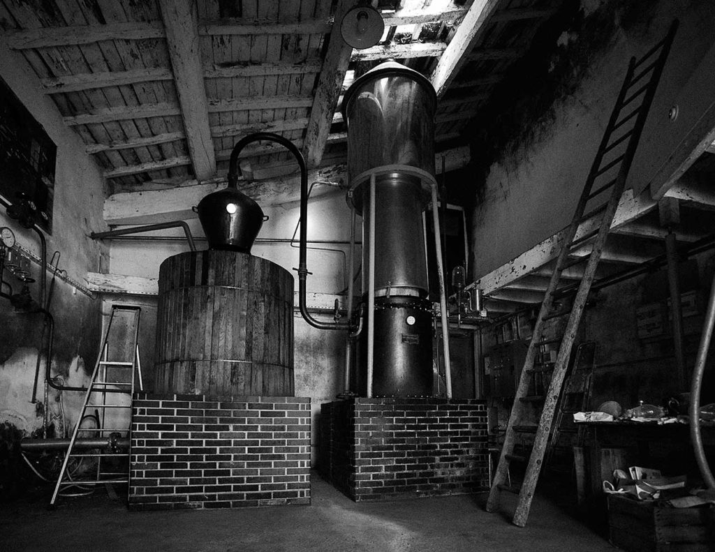 COLOMBIER-DISTILLATION-POIRE-CHERRYSTONE-PHOTOGRAPHIE-CULINAIRE
