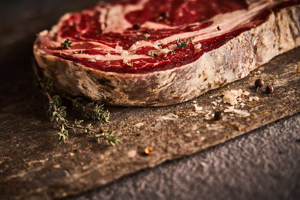 ENTRECOTE-SALERS-MATURE-CHERRYSTONE-PHOTOGRAPHIE-CULINAIRE