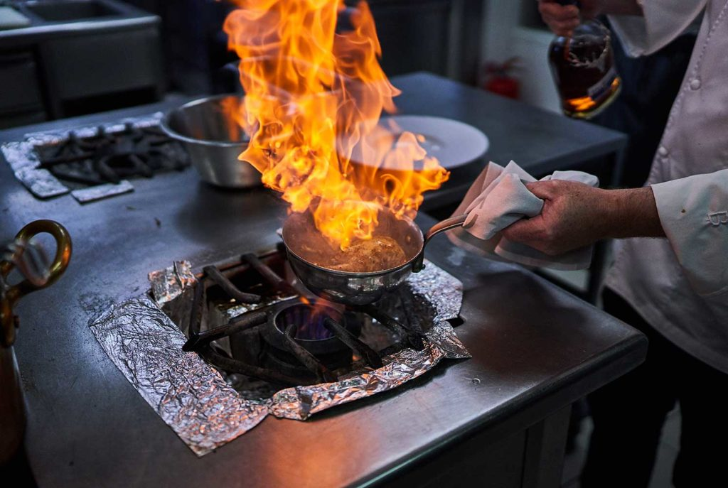 TETE-DOIE-FLAMBAGE-WHISKY-DALMORE-CHERRYSTONE-PHOTOGRAPHIE-CULINAIRE
