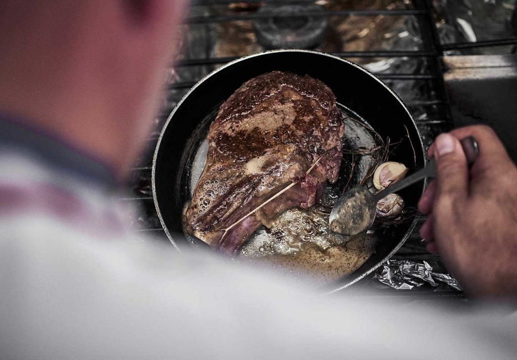 VIOLA-CUISSON-COTE-BOEUF-POELE-CHERRYSTONE-PHOTOGRAPHIE-CULINAIRE