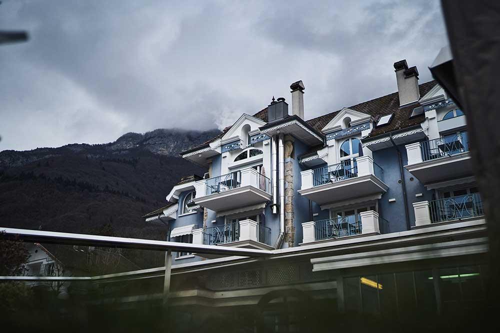 maison bleue de yoann conte